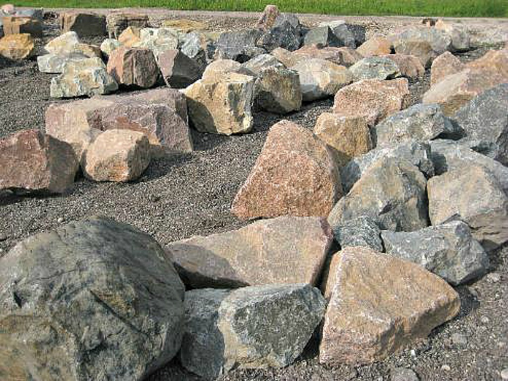 Granite chipped boulders that have a large array of sizes and colors